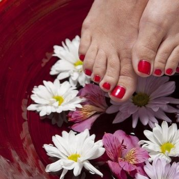 How to take care of your hands and feet without leaving your home|lazy DIY