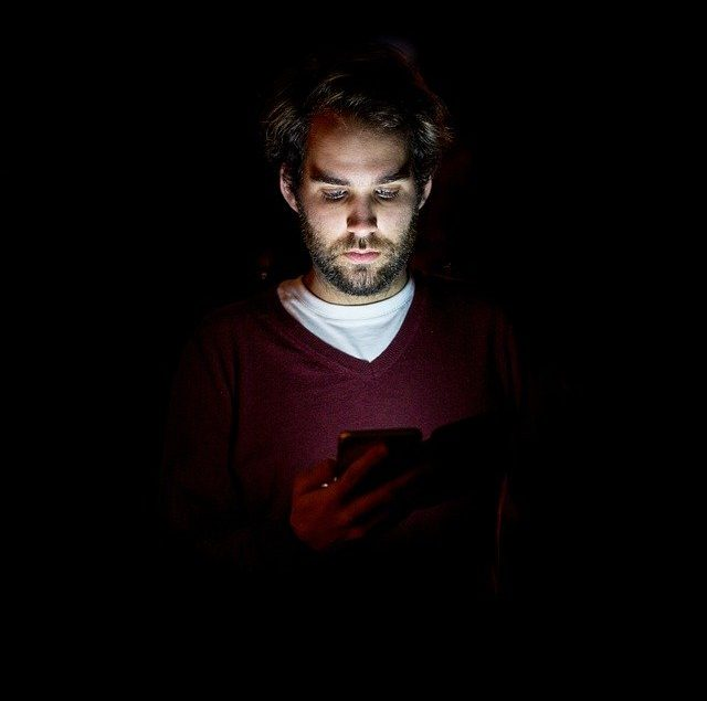 how your phone is harming your skin!!